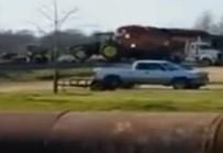 MISSISSIPPI - Tren Traktörü Böyle Biçti.