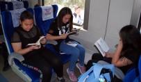 Trenle Yolculuk Yapıp, Kitap Okudular