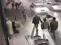 MEHMET YıLDıZ - Yeşilay İlçe Başkanına Tekmeli Saldırı Kamerada