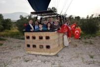 MUSTAFA VURAL - Afrin'deki Mehmetçiklerin Çocukları Pamukkale'yi Balonla Gezdi