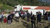 AKARYAKIT TANKERİ - Antalya'da Akaryakıt Tankeri İle Öğrenci Servisi Çarpıştı Açıklaması 1'İ Ağır 16 Yaralı (2)