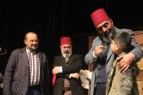 AHMET YENİLMEZ - Bitlis'te 'Usta' Adlı Tiyatro Oyunu Sahnelendi