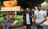 CELAL BAYAR - Çaycı, Simitçi Polisten Parkta Şok Fuhuş Baskını