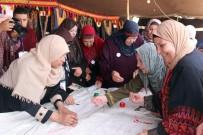 Filistinli Kadınlar Nakışla En Uzun Filistin Haritasını İşledi