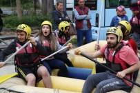 RAFTİNG HEYECANI - Rize'de Üniversite Öğrencilerinin Rafting Heyecanı