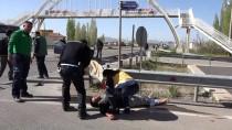 ALTUNTAŞ - Şarkışla'da Trafik Kazası Açıklaması 3 Yaralı