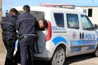 İNSAN KAÇAKÇILARI - 12 Kişilik Minibüsten 42 Kaçak Göçmen Çıktı