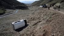 Ağrı'da Yolcu Minibüsü Şarampole Devrildi Açıklaması 10 Yaralı