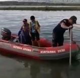 Baba-Oğul Balık Avlarken Suda Mahsur Kaldı