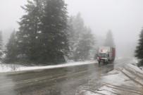 KAR KALINLIĞI - Bolu'nun Yüksek Kesimlerde Kar Yağışı