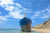 Karaya Oturan Gemi İçin Veda Partisi