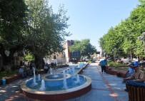 BAĞYURDU - Kemalpaşa'da Mahalleler Meydanları İle Anılıyor