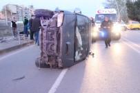 İLKAY - Otomobile Çarpan Minibüs Yan Yattı Açıklaması 3 Yaralı