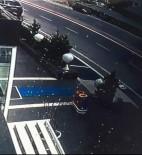 GÖRGÜ TANIĞI - Otomobilin Çarptığı Çocuk Çatıya Düştü