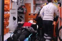 İLKAY - 'U' Dönüşü Yapmak İsteyen Otomobile Çarpan Minibüs Yan Yattı Açıklaması 3 Yaralı