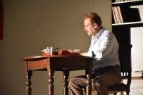 NAZIM HİKMET - 'Yaşamak Nazım Gibi' Oyunu Hayrabolu'da Sahnelendi