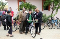 SAĞLIKLI YAŞAM - Ailelerine Sigara İçirmeme Sözü Veren Çocuklara Bisiklet Dağıtıldı