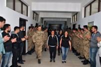 Askerken Kadın Sporculara Alkışlı Karşılama