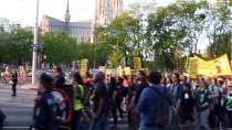 BAŞÖRTÜSÜ - Avusturya'da İçişleri Bakanına Protesto