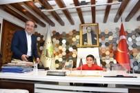 HATIRA FOTOĞRAFI - Başkan Karaçoban Koltuğunu Devretti