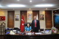 Başkanlık Koltuğuna Oturan Derin'den Müdürlere Talimatlar Yağdırdı