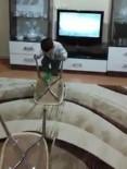 Çocuğu İçin Evde Sandalyeden Survivor Parkuru Kurdu