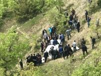 Kamyonet Şarampole Yuvarlandı Açıklaması 2 Ölü, 3 Yaralı