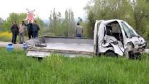 Kütahya'da Hemzemin Geçitte Kaza Açıklaması 1 Yaralı