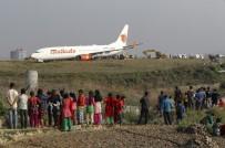 BOEING - Nepal'de uçak pistten çıktı, uçuşlara ara verildi