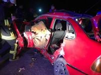 AKALAN - Otobüs İle Otomobil Çarpıştı Açıklaması 3 Ölü, 9 Yaralı