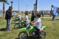 Aliağa'da Çocukların Motosiklet Heyecanı