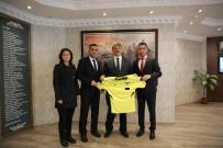 HAKAN GÜNGÖR - Futbol Hakemleri Derneğinden Başkan Akın'a Ziyaret