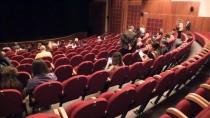 GENEL SANAT YÖNETMENİ - 'İyi Oyunlar Yaptığınızda Seyirci Sizi Yalnız Bırakmıyor'