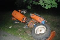 Kamyonet Traktöre Çarptı Açıklaması 2 Yaralı