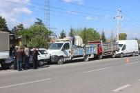 Minibüs Park Halindeki 4 Araca Çarptı Açıklaması 1 Yaralı