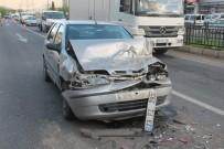 Otomobil, Kırmızı Işıkta Kamyonete Çarptı Açıklaması 3 Yaralı