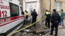 Otomobille Çarpışan Ambulans Çeşme Önündeki Çocuğa Çarptı
