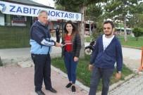 BANKA ŞUBESİ - Üniversite Öğrencileri Yerde Buldukları Bin 800 Lirayı Zabıtaya Teslim Etti