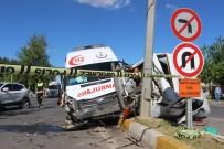 ZİNCİRLEME KAZA - Adıyaman'da Ambulansın Da Karıştığı Zincirleme Kaza Açıklaması 5 Yaralı