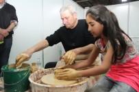 SANAT ESERİ - Çocuklar, 23 Nisan Festivalinde Çamur İle Tanıştı