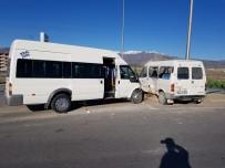 İşçi Taşıyan İki Minibüs Çarpıştı Açıklaması 8 Yaralı