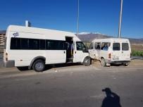 İşçi Taşıyan Minibüsler Çarpıştı Açıklaması 8 Yaralı