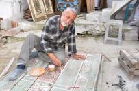 AHŞAP OYMACILIĞI - Eski Kapı Ve Sandıkları Sanat Eseri Haline Getiriyor