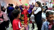 Palyaçoyu Gören Minikler Hastaneyi Düğün Salonuna Çevirdi