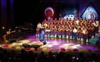 GENEL SANAT YÖNETMENİ - Uşak'ta Miniklerin Tek Ses Olduğu Dev Konser Hayran Bıraktırdı