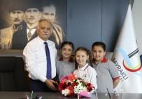 ECZACıBAŞı - Başkan Karabağ Çocukları Ağırladı