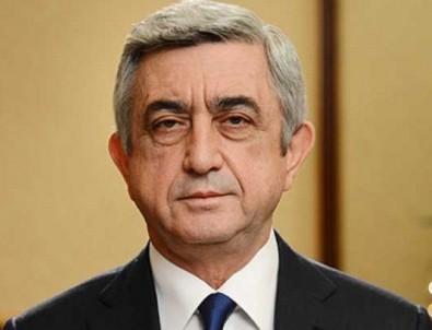 Ermenistan Başbakanı ülkesindeki karışıklığa dayanamadı
