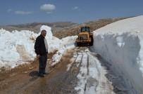 KARLA MÜCADELE - Antalya'da Nisan Ayında 5 Metrelik Karla Mücadele