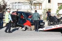 EHLİYETSİZ SÜRÜCÜ - Ehliyetsiz Sürücü Polisten Kaçtı, Kaza Yaptı Açıklaması 5 Yaralı