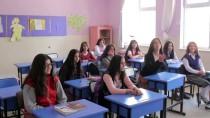 KIZ ÖĞRENCİLER - İlkokul Öğrencilerine Kuaför Hizmeti